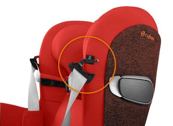 Clip magnetiche per fermare le cinture aperte ed agevolare il posizionamento del bambino